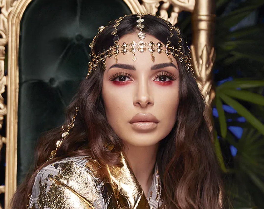 Sanaa El Mahalli (@sananas2106) shows off a makeup look created with products from her recent Sephora Collection collaboration against a jungle-themed backdrop.
